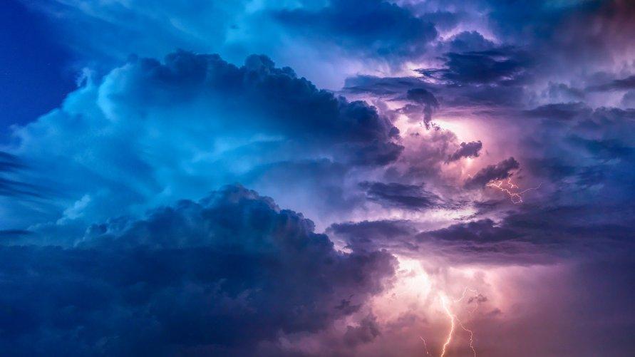 Chmury z piorunem