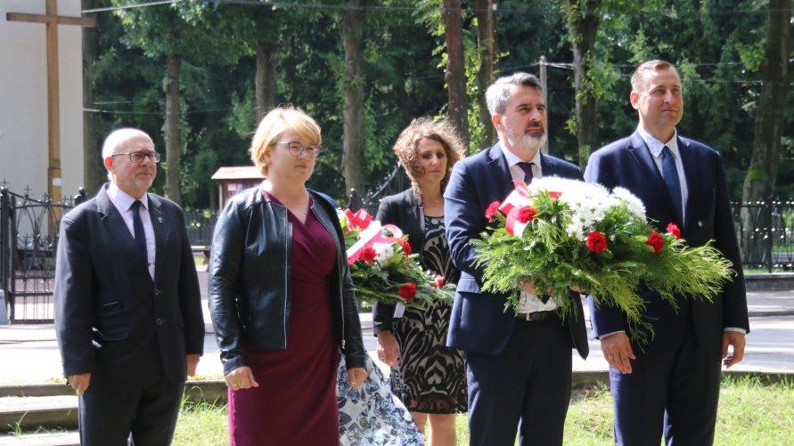 Delegacja z wiązanką