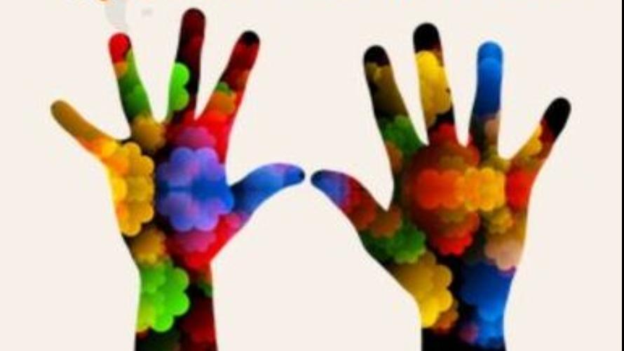 grafika przedstawiająca  wyciągnięte, kolorowe dłonie
